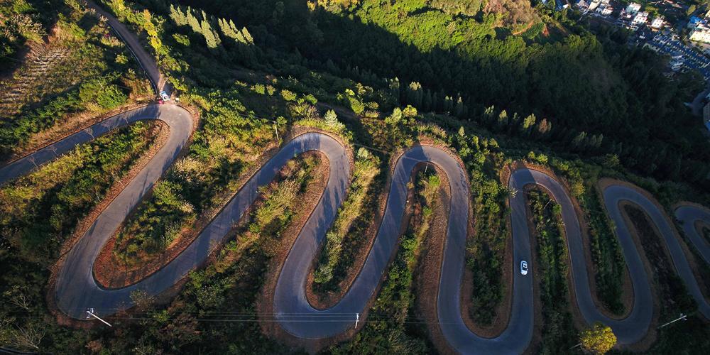 Дорога с 68 поворотами в провинции Юньнань