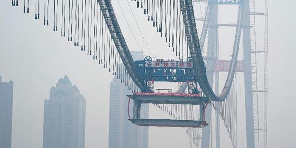 Янсыган -- строящийся двухуровневый висячий мост через реку Янцзы в городе Ухань