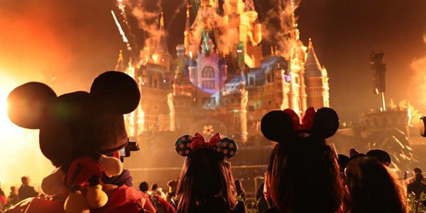 "Шанхайский парк развлечений ""Диснейленд"" отметил 90-летний юбилей Микки Мауса"