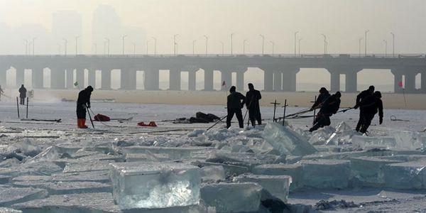 Сбор льда на реке Сунхуацзян