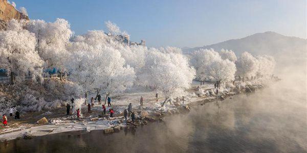 Украшенная инеем природа в городе Цзилинь на северо-востоке Китая