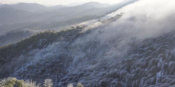 Снег в горах Дабешань