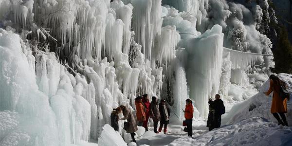 Замерзшие водопады на северо-западе Китая