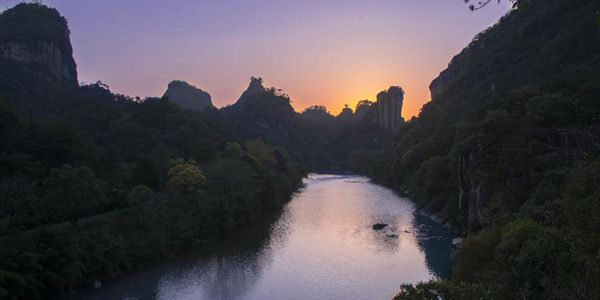 Живописный пейзаж гор Уишань