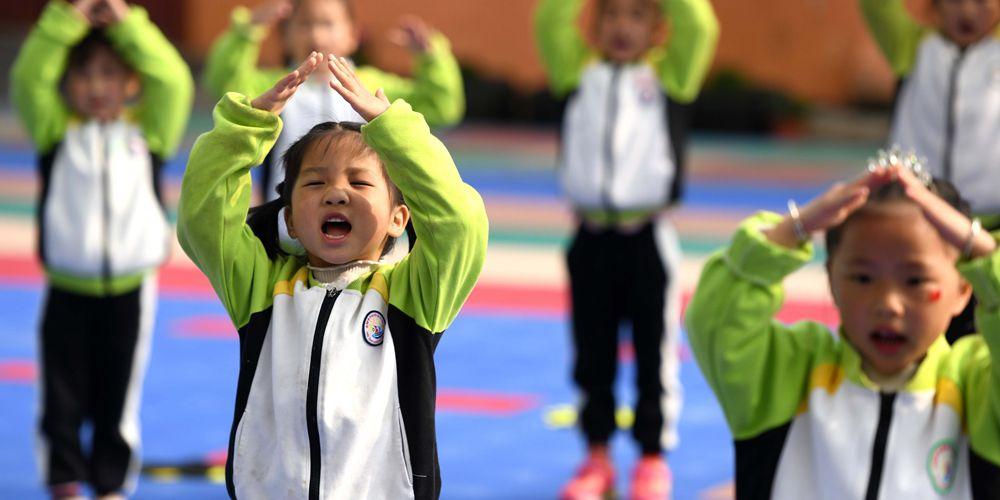 Песенный концерт в детсаду Хэфэя накануне Всемирного дня детской песни