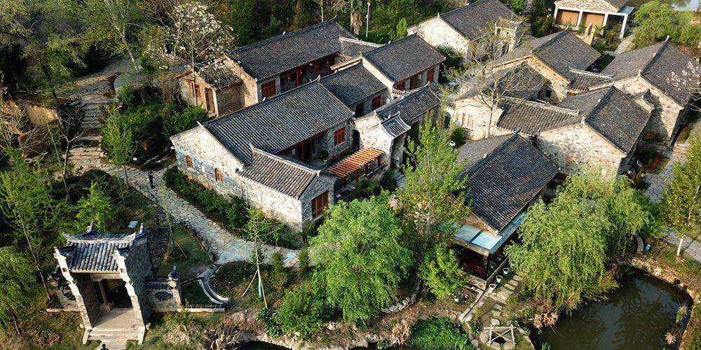 Возрождение старинных домов и развитие сельского туризма обеспечивают благосостояние жителей деревни Цзиньлин в Хубэе