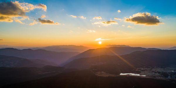 Пейзажи снежных гор Юйлун