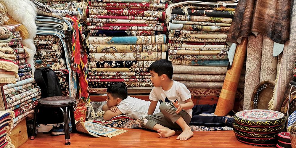 Оживленный день на Большом базаре в городе Урумчи