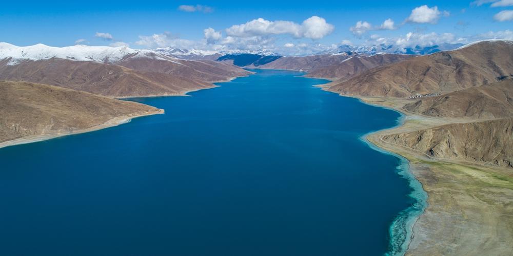 Конец мая на священном озере Ямджо-Юмцо