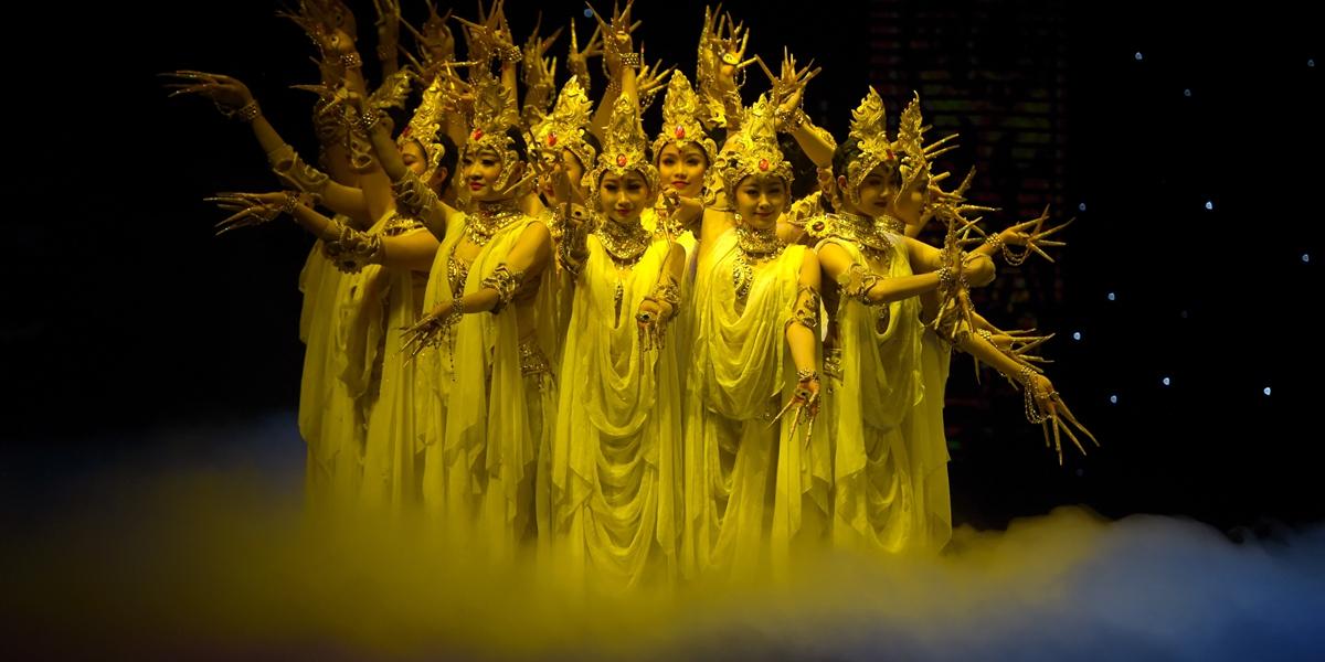 """40 лет празднует танцевальный спектакль """"Шелковый путь, дождь из цветов"""""""