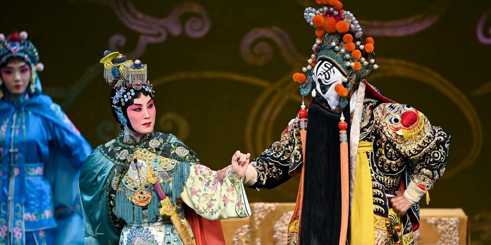 """Известная актриса пекинской оперы впервые исполнила роль в опере """"Прощай, моя наложница"""" в Пекине"""
