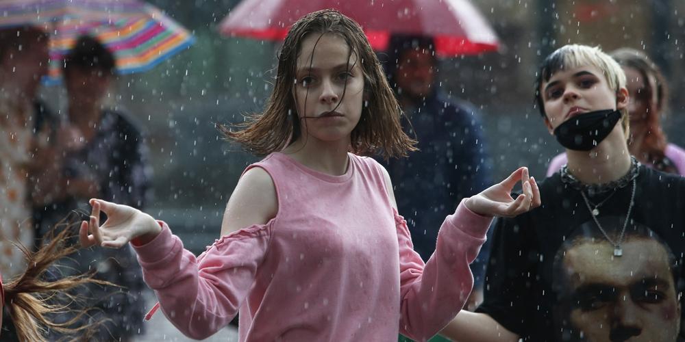 Танцы под дождем на киевских улицах