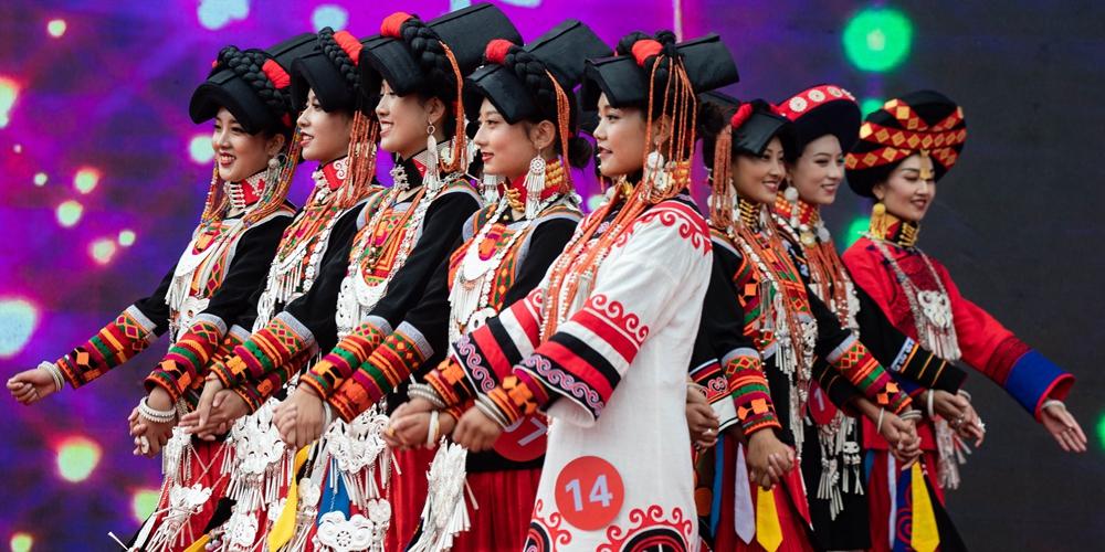 Традиционный конкурс красоты народности и в провинции Сычуань