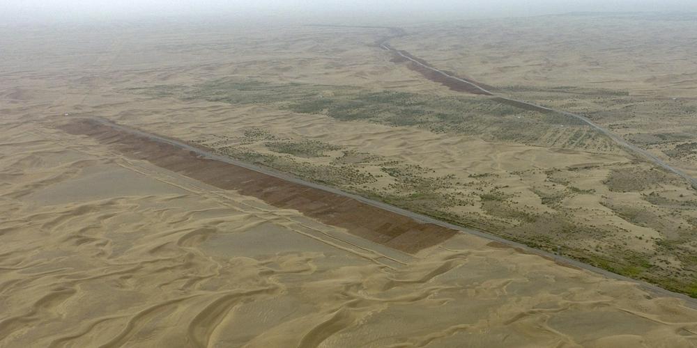 Безбрежная пустыня после дождя в Синьцзяне
