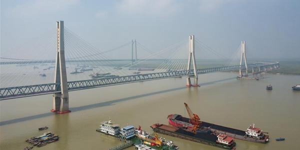 """Большой Дунтинхуский мост железной дороги Хаолэбаоцзи -- Цзиань -- настоящая """"жемчужина"""" на """"длинном драконе из железа и стали"""""""