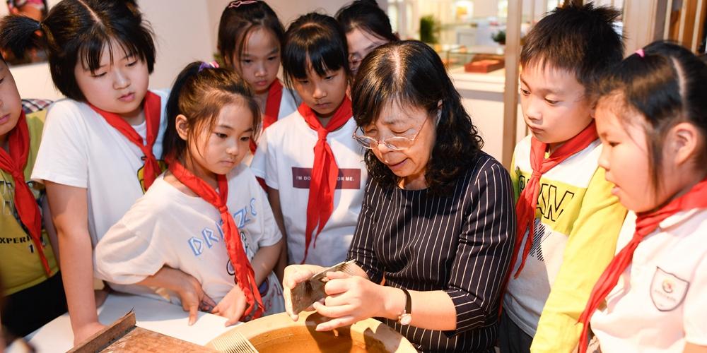 Музей ремесленных традиций открылся при старинной фабрике кистей в Хучжоу
