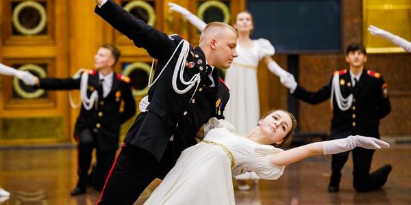Кадетский бал прошел в Музее Победы в Москве