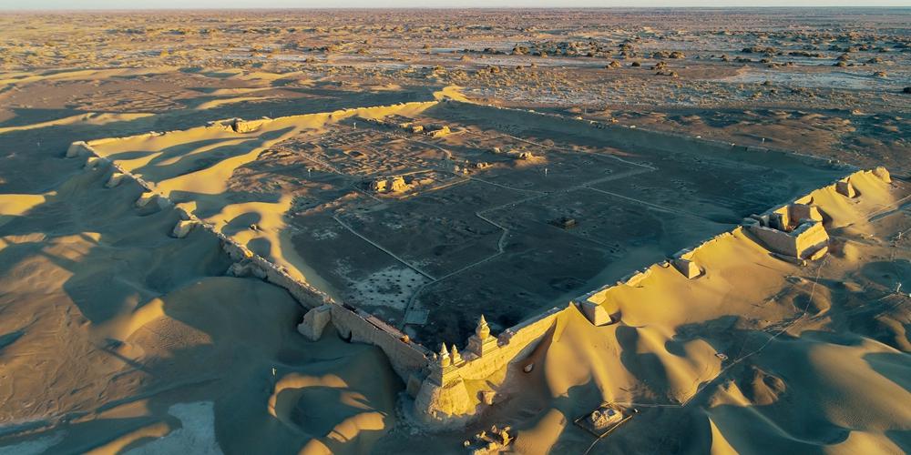 Руины древнего города Хэйчэн во Внутренней Монголии