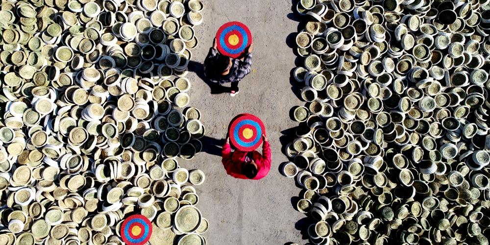 Соломоплетение увеличило доходы крестьян уезда Таньчэн