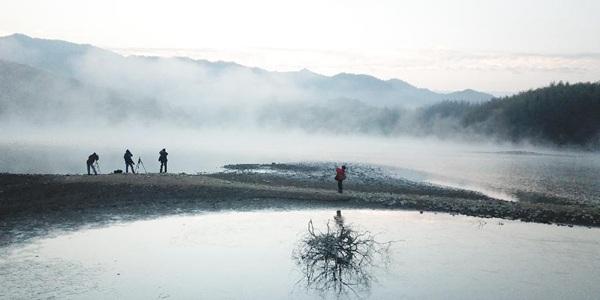 Красота зимнего пейзажа в провинции Аньхой на востоке Китая