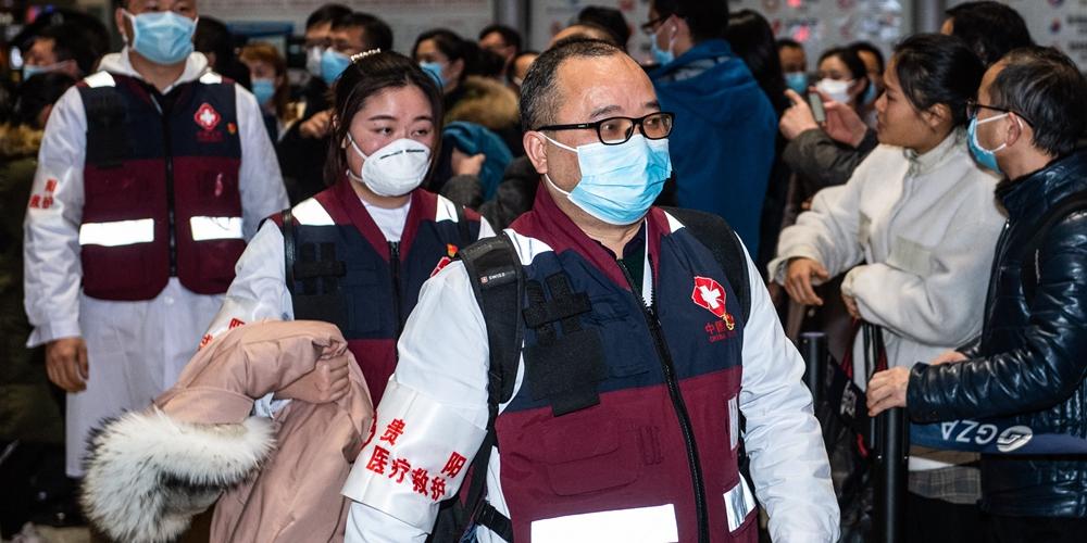 Вспышка коронавирусной инфекции в Китае -- Первая группа медиков из провинции Гуйчжоу отправилась на помощь хубэйским коллегам