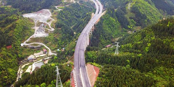 Строительство скоростной автомагистрали в провинции Гуйчжоу