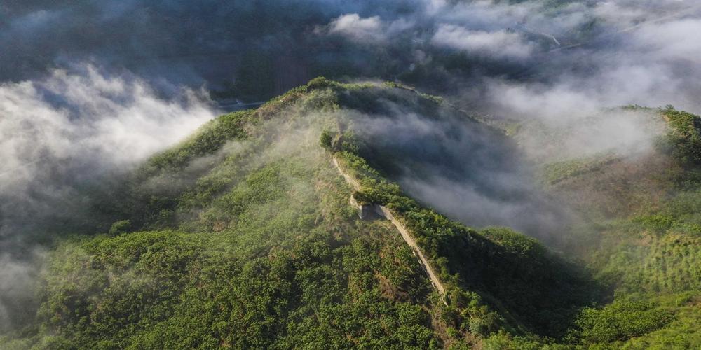 Туманная дымка над Великой Китайской стеной