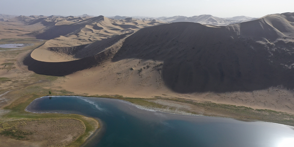 Озера посреди пустыни на севере Китая