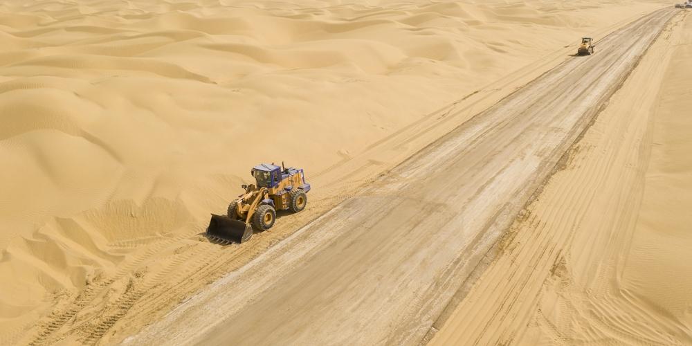 В Китае на участке крупнейшей в стране пустыни проложена автодорога Юйли-Цемо