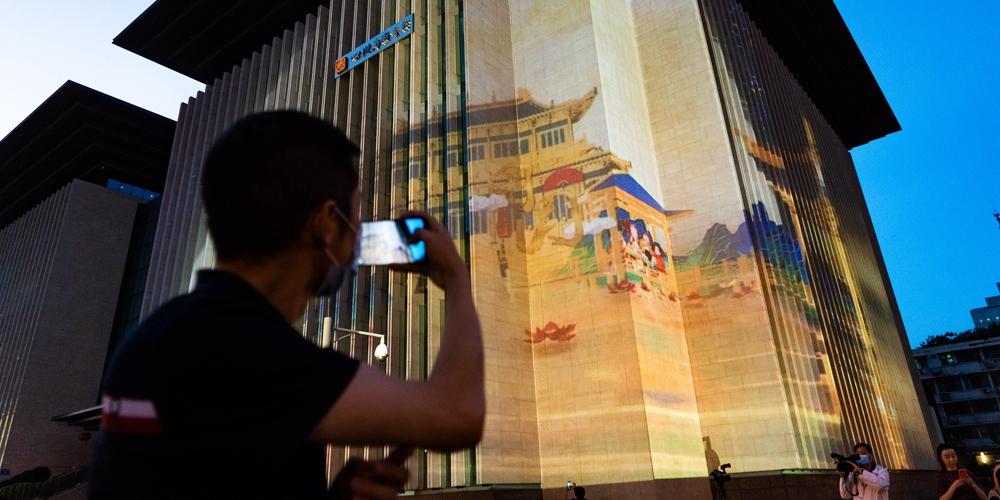 Праздничные световые шоу в Чэнду
