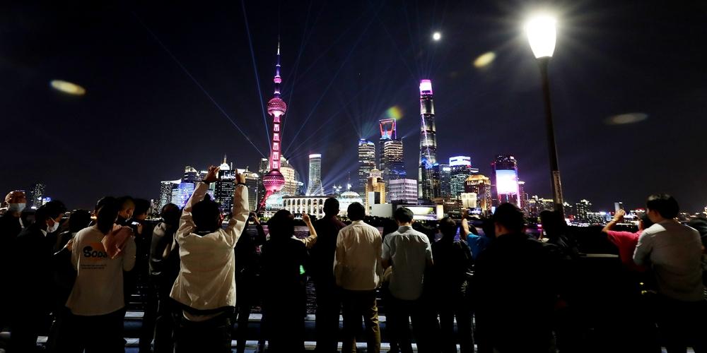 Осенняя прогулка по вечернему Шанхаю
