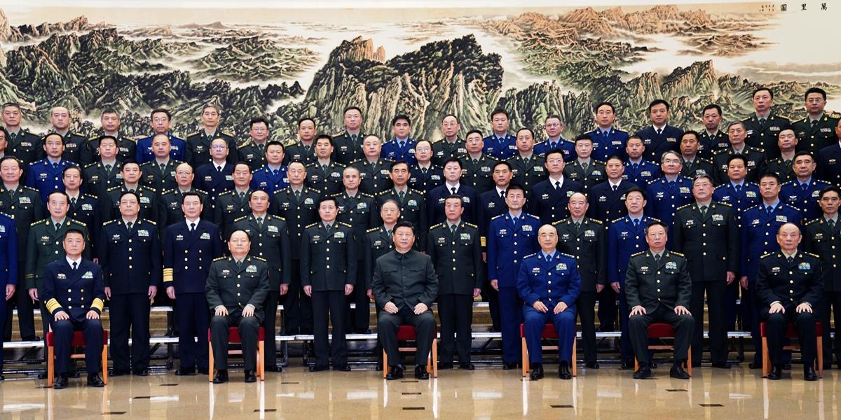Си Цзиньпин встретился с участниками конференции по работе в сфере идейно-политического воспитания в армии