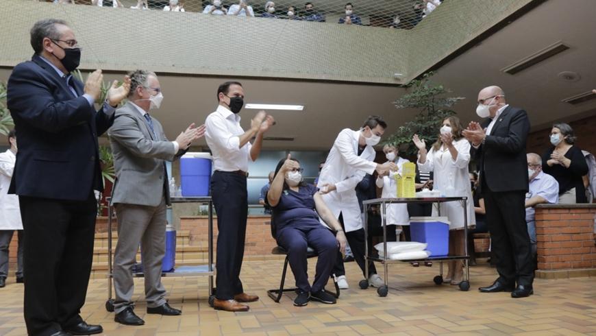 В Бразилии началась массовая вакцинация населения от COVID-19