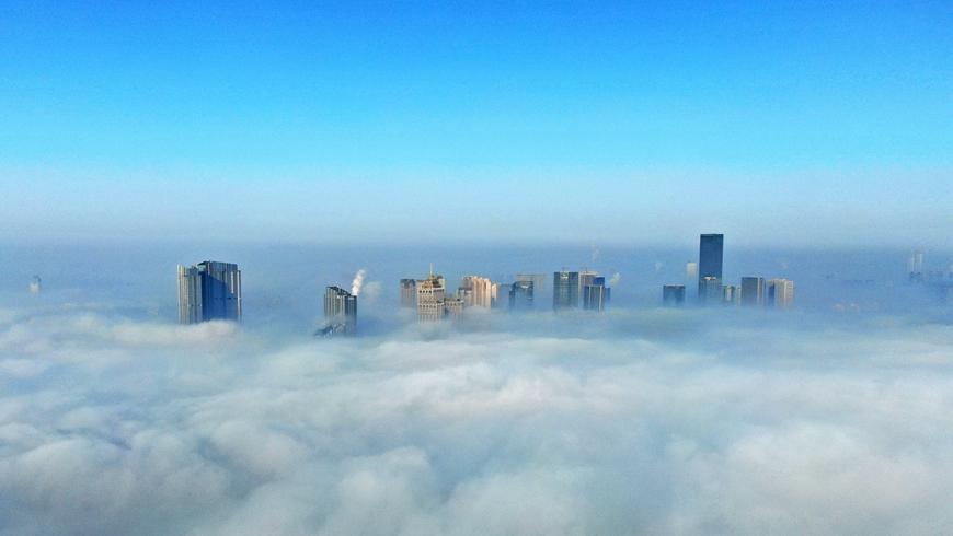 Город Шэньян окутал густой туман