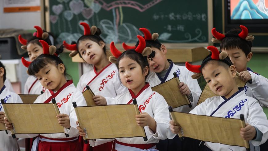 Первый учебный день в школах Китая
