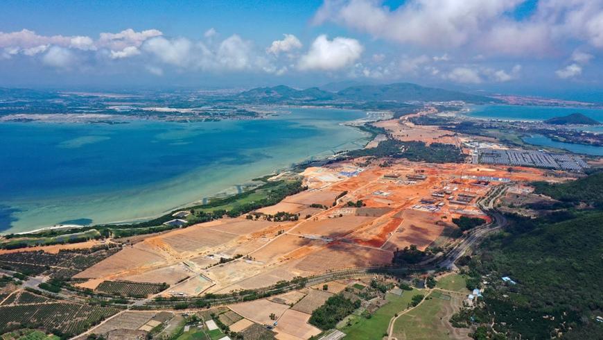 """Строительство Хайнаньского порта свободной торговли идет """"на полных парусах"""""""