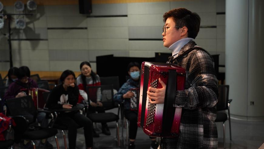 Для жителей Шанхая открылась ночная школа народного искусства