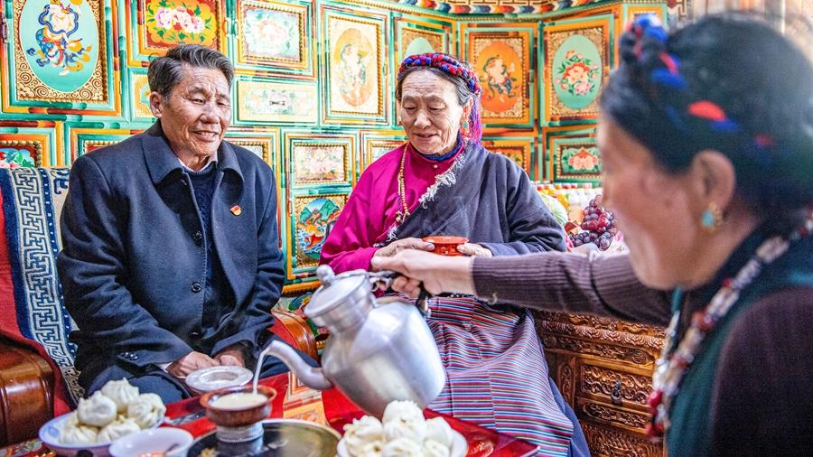От страданий к новой жизни -- Истории бывших крепостных крестьян Тибета: Лосанг Намгьял
