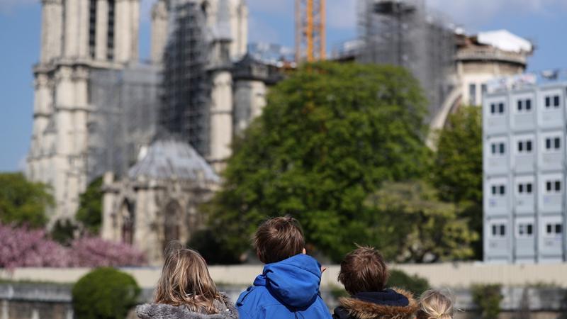 Э. Макрон пообещал снова открыть собор Парижской Богоматери в 2024 году