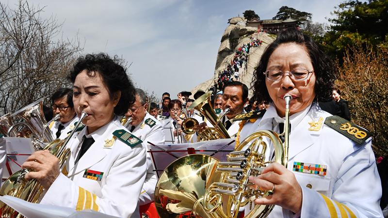 Симфонический концерт на вершине горы Хуашань