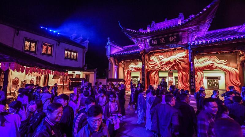 """Исторический квартал в г. Ханчжоу продвигает """"вечерний туризм"""""""